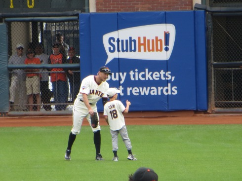 Hunter-Pence-Young-Fan-Autograph-Sundays